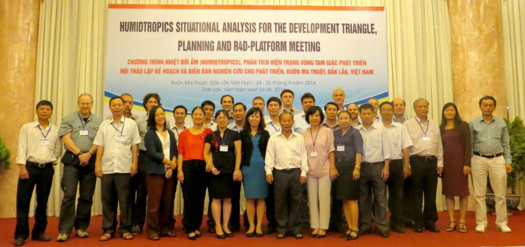 Participants at the R4D Platform launch and Action Site planning meeting in Boun Ma Thout, Central Vietnam.