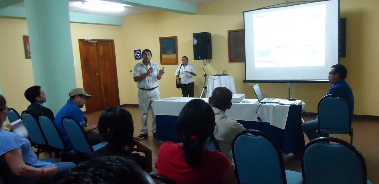"Dr. Pablo Siles presenting Humidtropics' study on  ""Ecoefficient Production Systems: Improved Agroforestry Systems in Subhumid Regions of Nicaragua""."